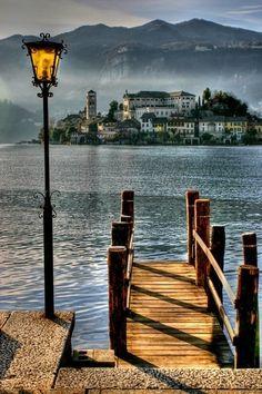 Le croissant d'argent - manchannel: San Giulio, Italy