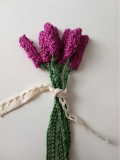12 Amazing Free Crochet Flower Patterns to Love and Make. Crochet your very own flowers with these amazing patterns. Crochet Flower Patterns, Crochet Flowers, Crochet Gratis, Crochet Christmas Ornaments, Crochet Home, Diy Crochet, Small Flowers, Lavender Flowers, Flower Tutorial
