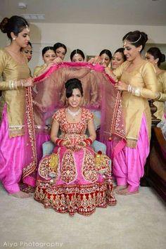 Indian bride wearing bridal lehenga and jewelry Indian Bridesmaid Dresses, Bridesmaid Outfit, Indian Wedding Outfits, Bridal Outfits, Wedding Attire, Bridal Dresses, Indian Weddings, Indian Wedding Ceremony, Desi Wedding