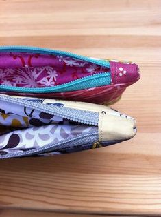 Covered zippered ends how-to (photo from http://kakorner.blogspot.com/2011/12/happy-little-bags.html#)