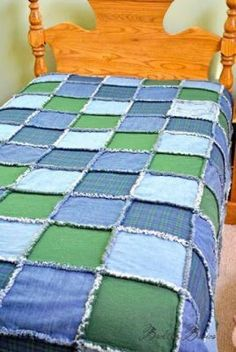 Back to Basics: A Rag Quilt for Michael. Using his old jeans and polo shirts. Quilting Projects, Sewing Projects, Quilting Ideas, Sewing Ideas, Artisanats Denim, Denim Purse, Blue Jean Quilts, Quilt Patterns, Sewing Patterns