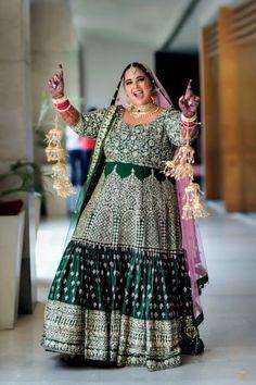 Looking for plus sized bride in yellow and pink anarkali? Browse of latest bridal photos, lehenga & jewelry designs, decor ideas, etc. on WedMeGood Gallery. Sikh Bride, Punjabi Bride, Pakistani Bridal, Bridal Lehenga, Indian Bridal, Punjabi Wedding, Sikh Wedding, Farm Wedding, Wedding Couples