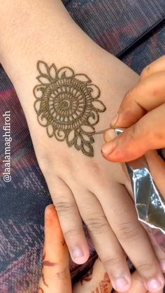 full henna mehndi design video tutorial hope it's very helpful for beginners. Henna Designs Arm, Khafif Mehndi Design, Henna Tattoo Designs Simple, Latest Henna Designs, Basic Mehndi Designs, Finger Henna Designs, Mehndi Designs For Beginners, Mehndi Design Photos, Mehndi Designs For Fingers