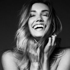 ᴾᴵᴺ ╵ ᵂᴴᴵᵀᴱᶜᴴᴬᴵᴿˢ Black And White Portraits, Black And White Photography, Photography Women, Portrait Photography, Model Shooting, Expressions Photography, Genuine Smile, Women Laughing, Great Smiles