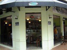 O bar do Belmiro é um daqueles bares que tem mudado a vocação de Botafogo como bairro meramente residencial para cada vez mais se tornar um lugar com movimentados pontos de encontro social