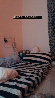 Cute Bedroom Decor, Room Ideas Bedroom, Small Room Bedroom, Tiny Bedroom Design, Interior Design Living Room, Interior Livingroom, Minimalist Room, Aesthetic Room Decor, Room Inspiration