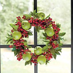 54 Festive Christmas Wreaths: Traditional Christmas Wreath