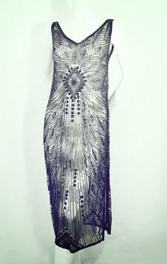 Vintage except for the lace bodice (which does cover a plunging neckline), this dress seems ultra-feminine in the era of the flapper. Image Fashion, 30s Fashion, Fashion Moda, Fashion History, Art Deco Fashion, Retro Fashion, Womens Fashion, Fashion Design, Club Fashion