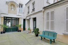 #AVendre - PARIS VIème - Rue de Seine // Rue Jacob  Au coeur de Saint-Germain, trois pièces de charme situé au deuxième étage d'un immeuble du 17ème dans une ravissante cour ravalée au calme. Toutes les pièces sont exposées au sud et donnent sur cette cour. Cet appartement est en parfait état avec une grande hauteur sous plafond.  Pour plus d'informations : https://lc.cx/49UF