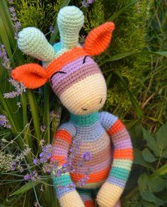 Ręcznie robiona szydełkowa tęczowa Żyrafa w MadiCraft na DaWanda.com