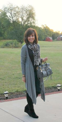 Love the long cardigans for fall. Sweater fashion for women this Fall. LOVE this simple outfit!