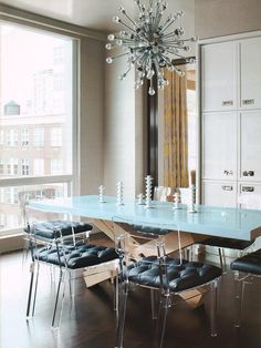 Great Lucite Chairs Amanda Nisbet Design: Chic, modern dining room with lucite chairs paired with black vinyl cushions. X-base . Dining Room Lighting, Dining Room Chairs, Dining Table, Dining Rooms, Banquette Dining, Desk Chairs, Round Dining, Kitchen Dining, Contemporary Dining Rooms