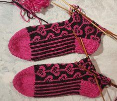 Kärjestävarteensukat | Nojatuolin uumenista Crochet Bikini, Crochet Top, Bikinis, Swimwear, Cookies, Women, Fashion, Bathing Suits, Crack Crackers