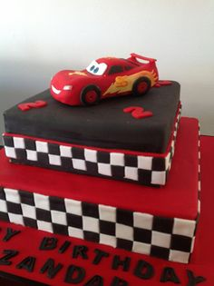 Lightning McQueen cake Lightning Mcqueen Party, Lightning Mcqueen Birthday Cake, Cars Birthday Parties, Boy Birthday, Birthday Ideas, Fondant Cakes, Cupcake Cakes, Graham Cake, Queen Cakes