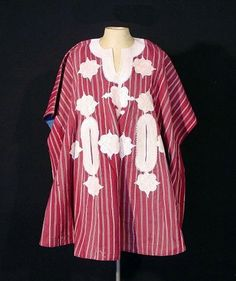 Africa | 'Agbada' tunic from the Yoruba men of Nigeria | Cotton, embroidered | ca. 1977