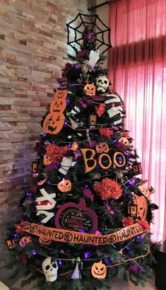 My Halloween Tree – First yr I embellish (Christmas) tree all yr spherical. – A… – Decorate Christmas Tree Corner Christmas Tree, Halloween Christmas Tree, Halloween Tree Decorations, Unique Christmas Trees, Decorating With Christmas Lights, Christmas Tree Themes, Holiday Tree, Holidays Halloween, Diy Halloween