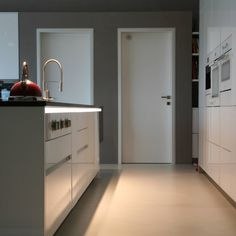 Pohľad spoza ostrovčeka Kitchen Cabinets, Home Decor, Decoration Home, Room Decor, Cabinets, Home Interior Design, Dressers, Home Decoration, Kitchen Cupboards