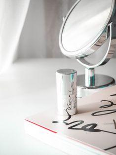 Alcina Pearly Glow Stick Glow Sticks, Pear, Mirror, Photography, Photograph, Photography Business, Photoshoot, Fotografie, Fotografia