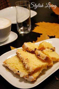 Kaffeeklatsch mit leckerem Zitronenkuchen und Blaubeermuffins