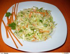 Hlávkové zelí nakrouháme, mrkev nahrubo nastrouháme, cibuli a petrželku najemno nakrájíme, přidáme hořčici a vše ostatní dle vlastní chuti.... Healthy Salads, Healthy Eating, Salad Dressing, Vinaigrette, Lchf, Cabbage, Spaghetti, Low Carb, Treats
