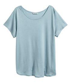 Hellblau. CONSCIOUS. Jerseyshirt aus weichem Tencel® Lyocell. Modell mit etwas längerem Schnitt und Kurzarm.