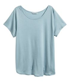 Light blue. CONSCIOUS. Slightly longer top in soft jersey made from Tencel® lyocell with short sleeves.