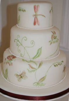 painted-wedding-cakes So delicate very pretty