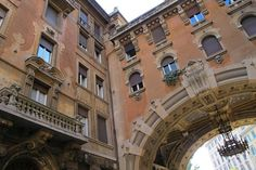 Off the beaten path in Rome: Lonely Planet  Architectural details of a building in the Quartiere Coppedè. Image by ho visto nina volare / CC BY-SA 2.0.