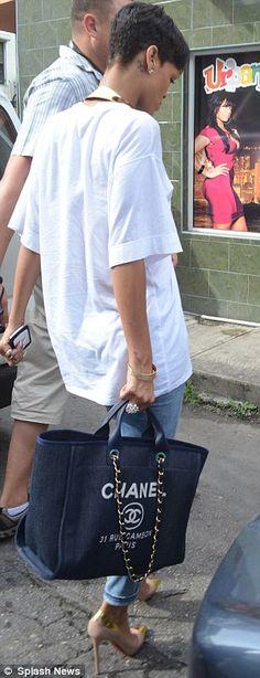 <3 Rhianna's Chanel bag & Louboutins