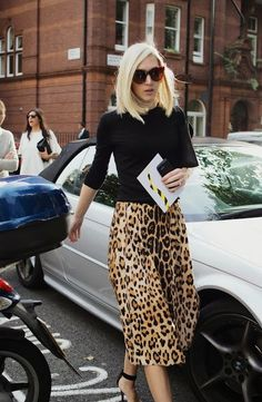 London Fashion by Paul: Street Muses. women's fashion and style Jupe Midi Leopard, Leopard Skirt, Fashion Week, Winter Fashion, Women's Fashion, Modest Fashion, Fashion Outfits, Animal Print Fashion, Animal Prints
