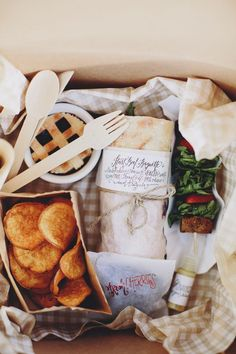 Instead of a plated dinner for your wedding, try a gourmet picnic 'dinner in a box' where everything is served at once.  Having no hot items- or only one- makes food prep (and serving) easier on your catering team (especially for a tented wedding or other event that requires a cook tent and rented kitchen equipment).  | by Attitude on Food, featured on @Judith Zissman de Munck Clark chicks