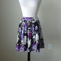 Arrive with flowers full floral skirt Box pleats, concealed pockets,  lined, 95% cotton, 5% spandex, measurements in inches: waist 29, length 20 White House Black Market Skirts Mini