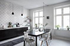Mint green sofa in a light home Scandinavian Kitchen, Scandinavian Interior, Scandinavian Apartment, Kitchen Interior, Kitchen Design, Gravity Home, Bureau Design, Kitchen Dinning, Kitchen Pictures
