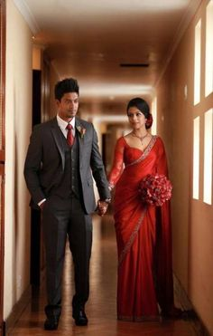 Indian Bridal Saree Look You Have To Steal – Designers Outfits Collection Wedding Couple Poses Photography, Indian Wedding Photography, Indian Bridal Sarees, Bridal Lehenga, Indian Dresses, Indian Outfits, Moda India, Lehenga Sari, Engagement Dresses