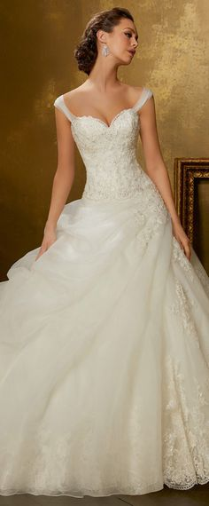 Gorgeous Organza & Tulle Sweetheart Neckline A-Line Wedding Dress With Beaded Lace Appliques & Detachable Shoulder Straps