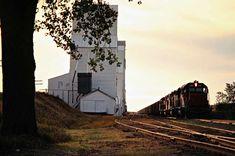 Railroad Photography, Art Photography, Beach Vacation Outfits, Milwaukee Road, North Dakota, Pacific Northwest, Locomotive, North West, Railroad Tracks