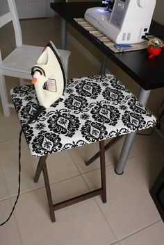 This little ironing board is a must for your sewing room! An ironing board made from a TV table My Sewing Room, Sewing Rooms, Space Crafts, Home Crafts, Craft Space, Kids Crafts, Sewing Hacks, Sewing Crafts, Sewing Tips
