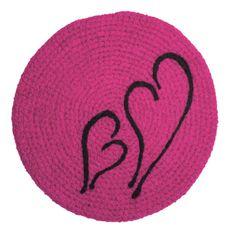 HJERTER: Sitteunderlag i kjærlighetens tegn. Beanie, Kids Rugs, Hats, Home Decor, Decoration Home, Kid Friendly Rugs, Hat, Room Decor, Beanies