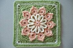 Simple 10-Petal Afghan Square