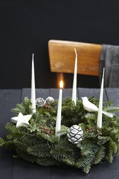 advent wreath - la petite cuisine: a lichtlein burns Christmas In Germany, German Christmas, Christmas Love, Winter Christmas, Christmas Tables, Nordic Christmas, Modern Christmas, Christmas Advent Wreath, Decoration Christmas