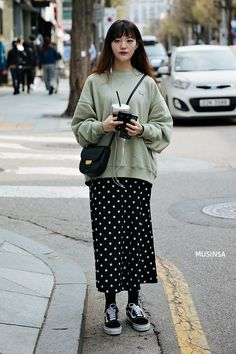 Korean street fashion official korean fashion outfits look в 2019 г. Korean Fashion Winter, Korean Fashion Casual, Korean Fashion Trends, Korean Street Fashion, Korean Outfits, Mode Outfits, Casual Outfits, Fashion Outfits, Japanese Fashion Street Casual
