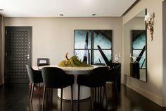 Estiloso e funcional. Veja: https://casadevalentina.com.br/projetos/detalhes/bonito,-funcional-e-cheio-de-estilo-521  #details #interior #design #decoracao #detalhes #decor #home #casa #design #idea #ideia #charm #cozy #charme #aconchego #style #estilo #casadevalentina #diningroom #saladejantar