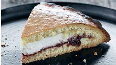 En klassisk romersk kage, som på italiensk hedder crostata di ricotta e visciole. Supersprød og med lækkert fyld. Få opskriften på ricottakage med kirsebærmarmelade her
