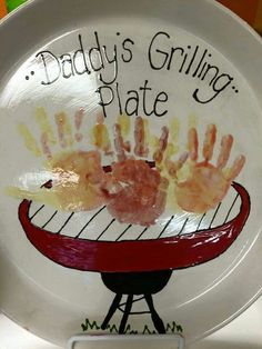 Grilling-Plate DIY Fathers Day Crafts for Kids Homemade Birthday Gifts for Dad from Son Diy Father's Day Crafts, Father's Day Diy, Crafts For Kids To Make, Baby Crafts, Kids Fathers Day Crafts, Kids Diy, Grandparents Day Crafts, Fathers Day Art, Grandparent Gifts