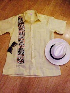 Camisa de hombre con un sello moderno y contemporaneo para lucir en cualquier occasion. Siguenos en instagram guairabyjt