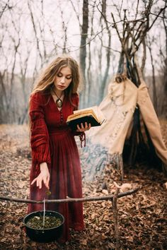 Beautiful witch who lives in the woods by aesthetic fashion Beautiful witch who lives in the woods by on DeviantArt Medieval Witch, Pagan Witch, Witches, Oc Fanfiction, Last Minute Kostüm, Modern Day Witch, Modern Witch Fashion, Autumn Aesthetic Fashion, Autumn Witch