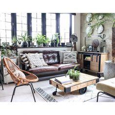 yupinokoさんの、Lounge,アンティーク,DIY,DIY家具,セルフリノベーション,Rustic,ラタンチェア,ACME FURNITURE,ヴィンテージスタイル,なかなか進まないリビングについての部屋写真