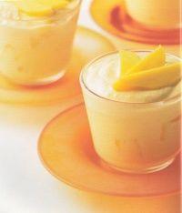 Ingrediënten (4 personen): 140 ml slagroom 425 gram mangoschijfjes uit blik (uitgelekt) 200 gram Griekse yoghurt 1 theelepel vanille-extract 1...