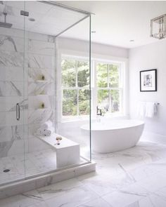Bathroom tub window marbles Trendy Ideas Badezimmer Badewanne Fenster Marmor Trendy I Clean Shower Doors, Modern Master Bathroom, Master Baths, Bathroom With Window, Modern Bathtub, Bathroom Windows, Master Bath Tile, Modern Luxury Bathroom, Bath Window