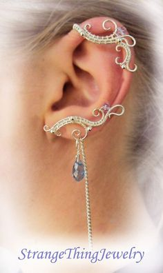 A pair of simetrical ear cuffs with chains made from wire and Swarowsky. No piercing needed. Made of silverplated copper wire. I can make